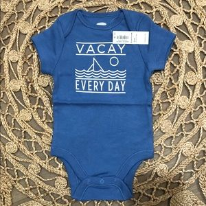 "Baby's onesie ""Vacay every day"""
